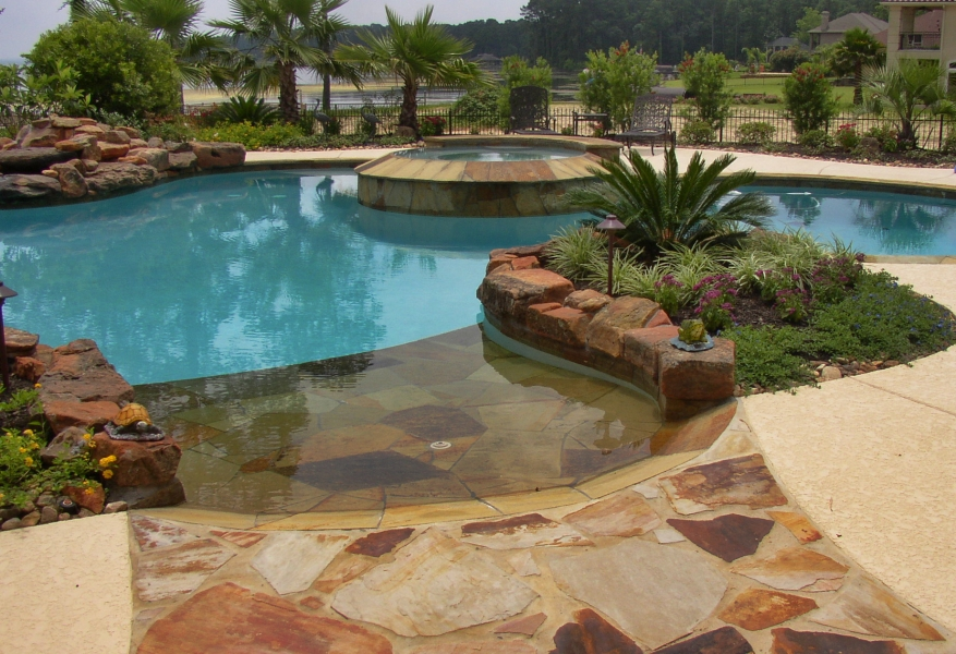 Zero level pools are number one in trends for summer la pool house Beach entry swimming pool designs